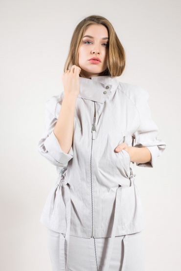 Серебристая куртка