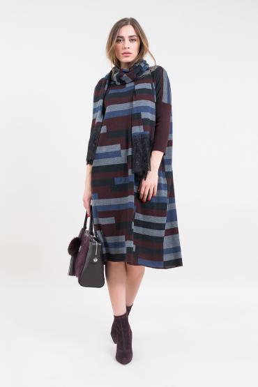 Вязаное платье с шарфом