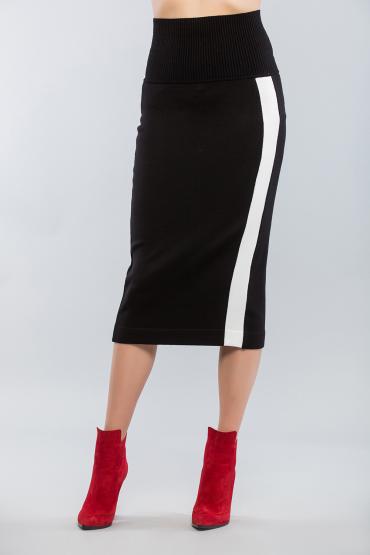 Вязаная юбка с контрастной полосой