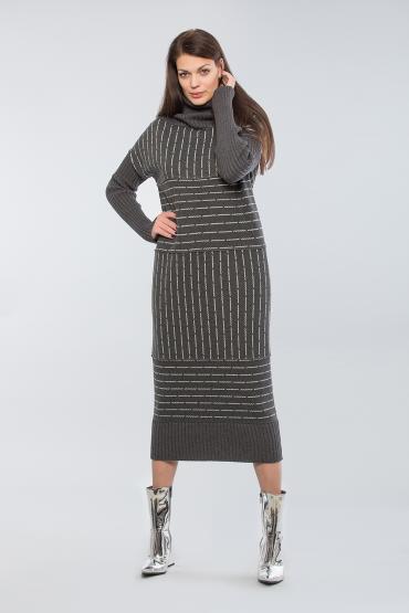Трикотажное платье макси в полоску с вязаным горлом и рукавами