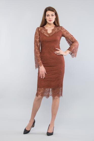 Платье кружевное с  расклешенным рукавом
